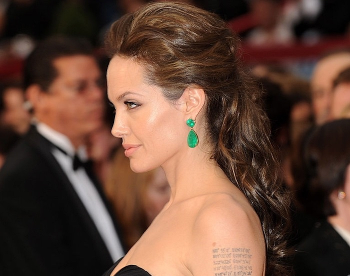 angelina-jolie-red-carpet-2009-