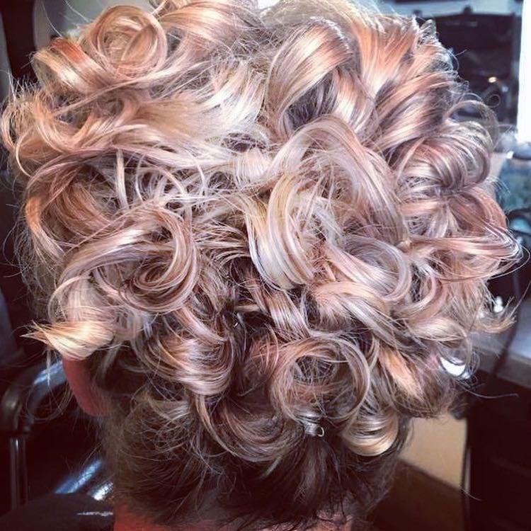 capelli colorati ricci