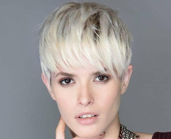 capelli corti platino compagnia bellezza