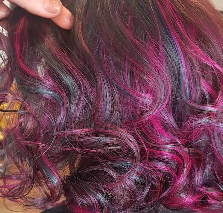 capelli mossi viola turchese