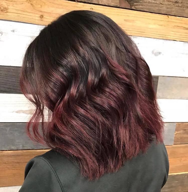 ombre rosso balayage capelli mossi medi 2019