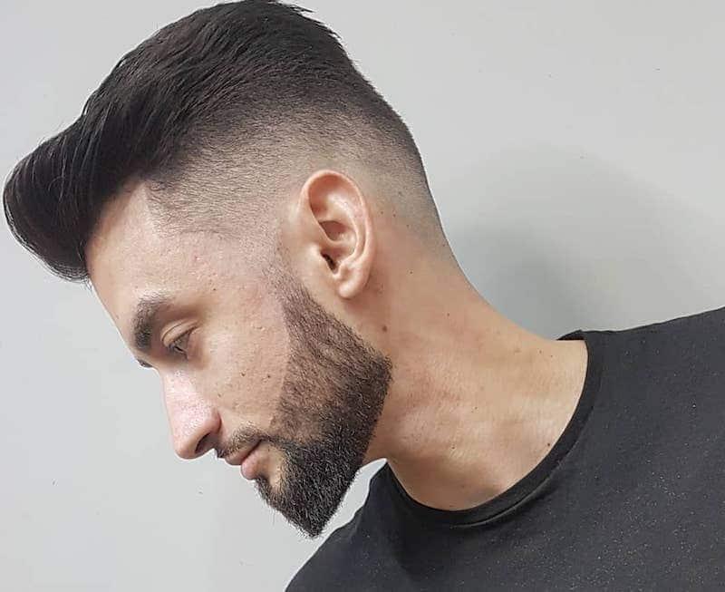 taglio capelli uomo sfumato 2019. Da vero gentleman questo taglio di capelli  all indietro sfumato ai lati tagli capelli uomo 2019-corti sfumati 7fd0f240d420