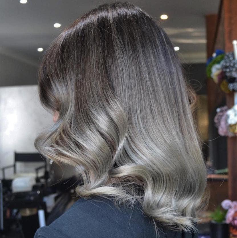 capelli grigi 2019 balayage