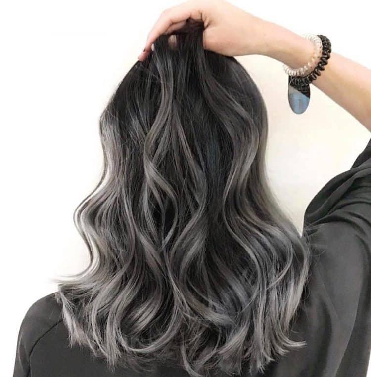 Capelli grigi donna: tinti o naturali, ecco le tendenze ...