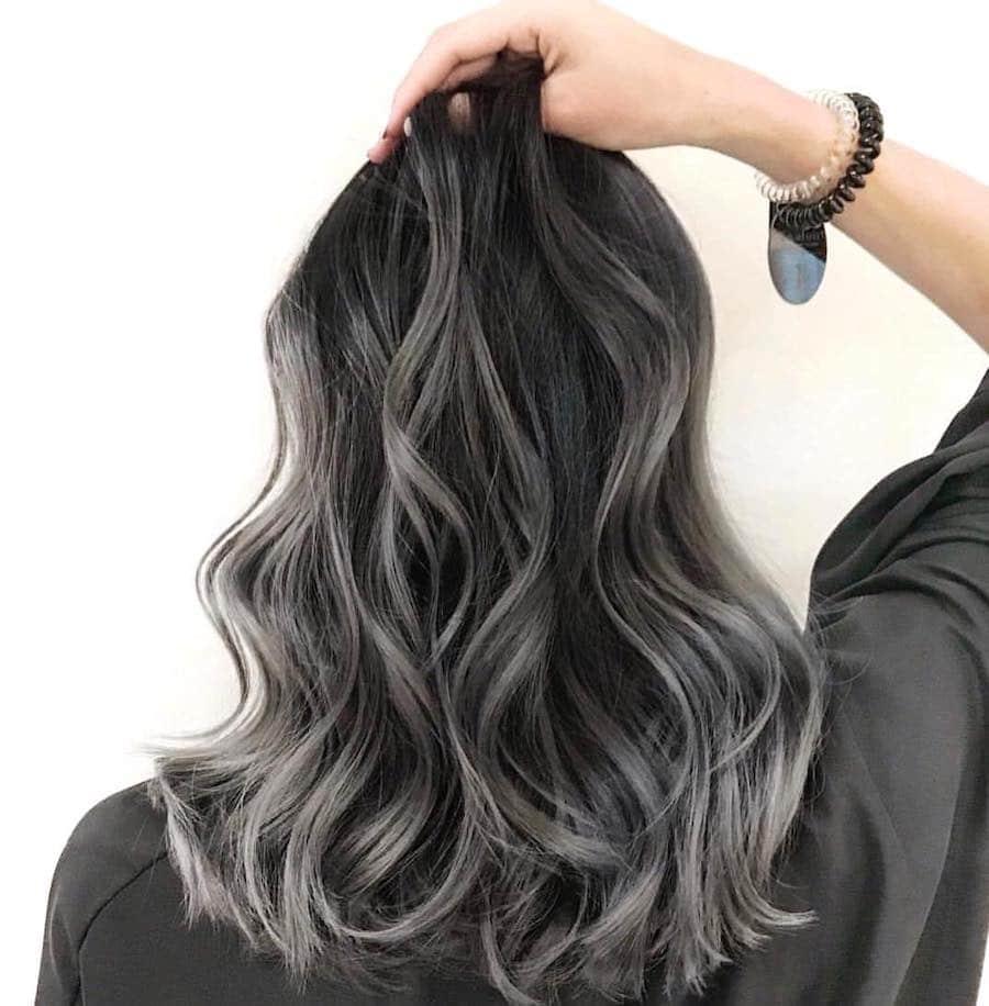 capelli grigio scuro 2019 balayage