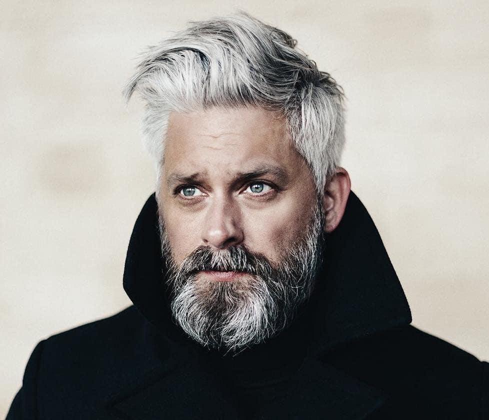 capelli grigi uomo lunghi 2019 b6f0545e462e