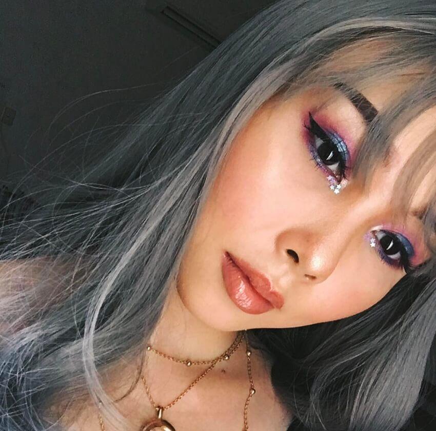 trucco iocchi ragazza capelli grigi