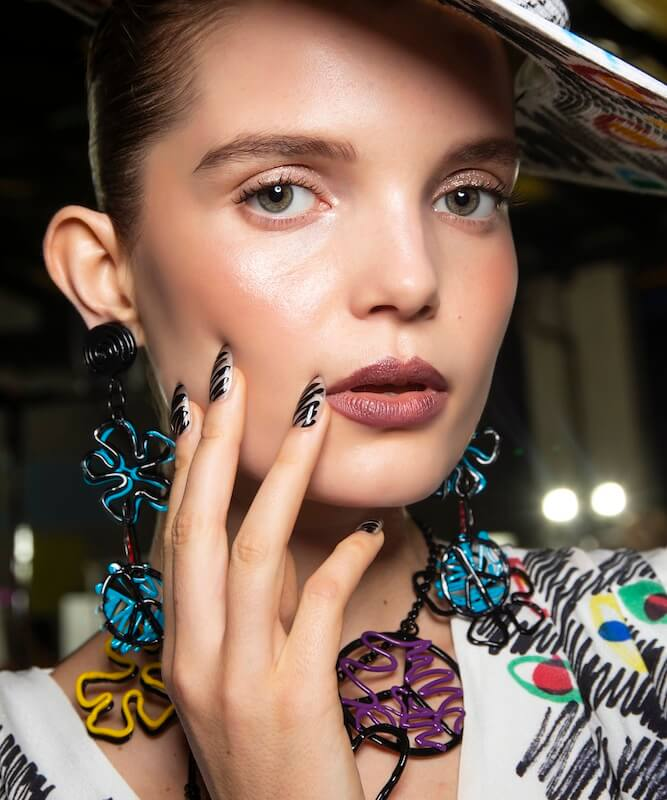 Moschino nails art 2019
