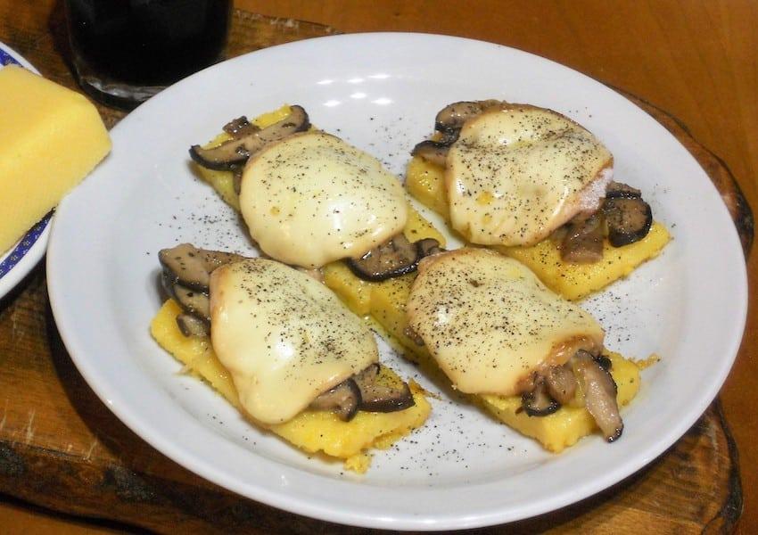 Polenta con funghi e formaggio ricetta