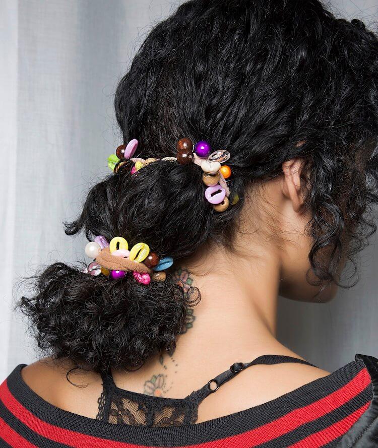 acconciature capelli ricci estate 2019