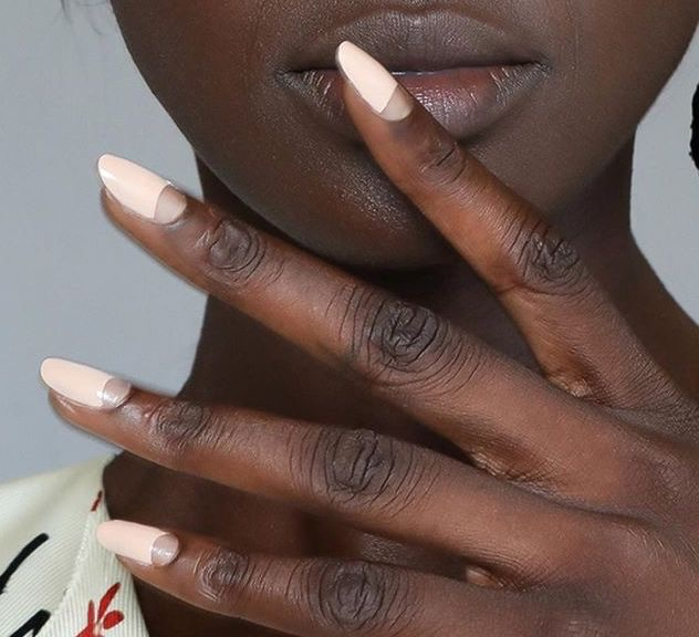 smalti unghie estate 2019 half moon manicure