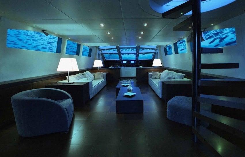 Oliver Travel a bordo del Lovers Deep Submarine