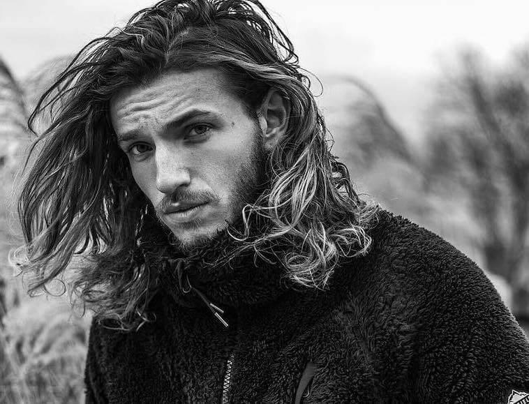capelli lunghi mossi 2019 uomo 06