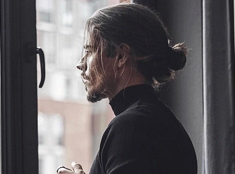 capelli lunghi uomo 2019 coda