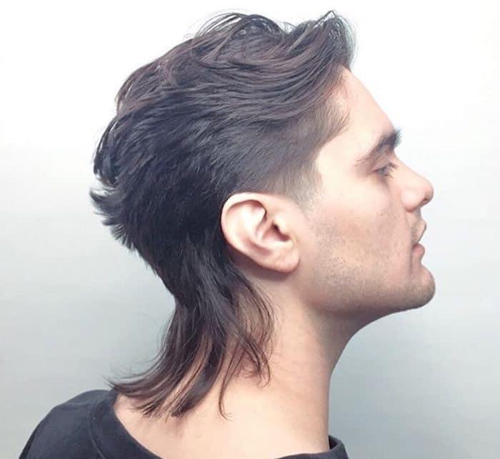 Taglio undercut capelli lunghi uomo
