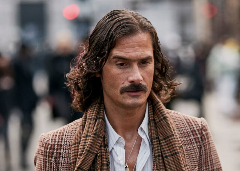 capelli lunghi uomo mossi