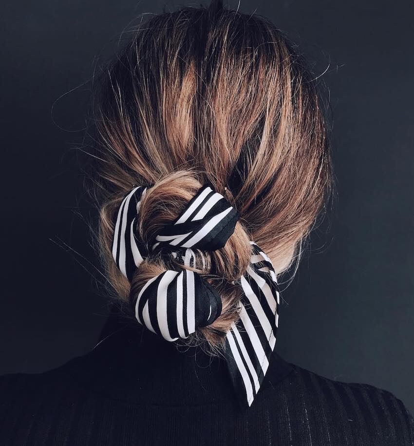 capelli raccolti 2019 con foulard
