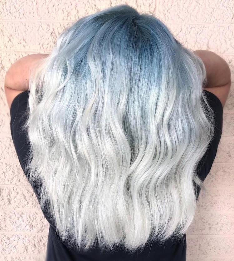 capelli bianchi radiice colorata 2019