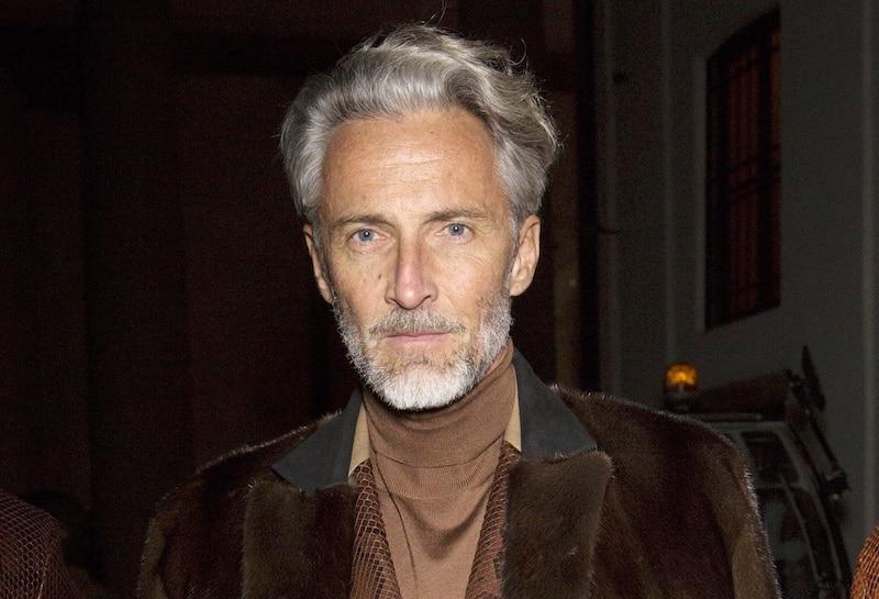 capelli argento pettinature uomo