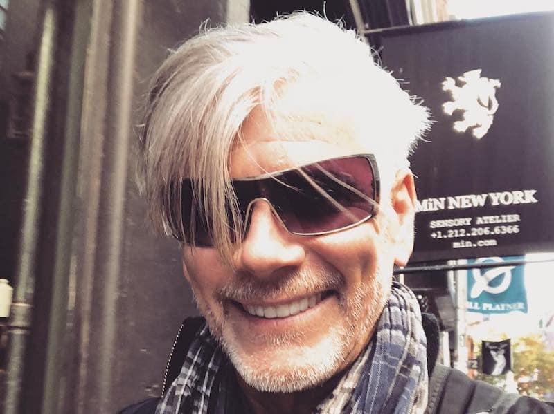 capelli uomo bianchi taglio frangia
