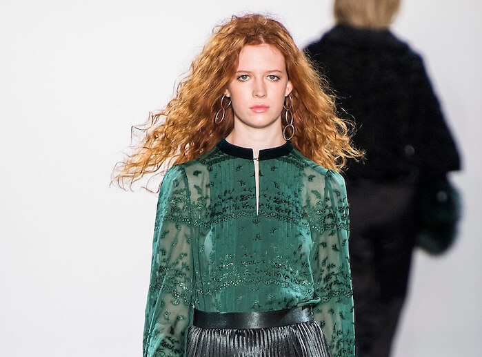 capelli rossi abito verde