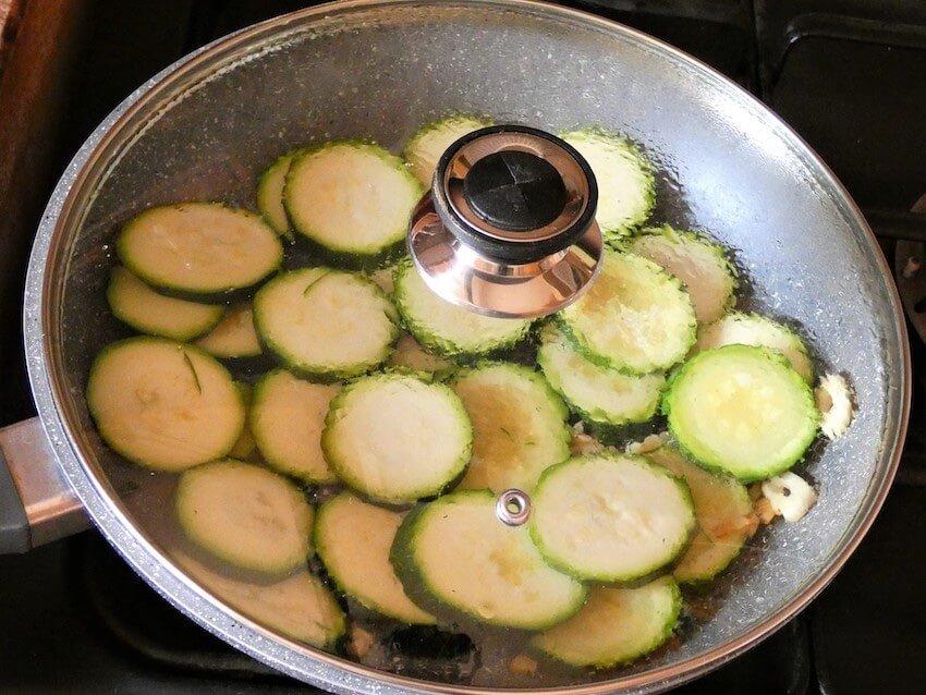 cuocere zucchine in padella