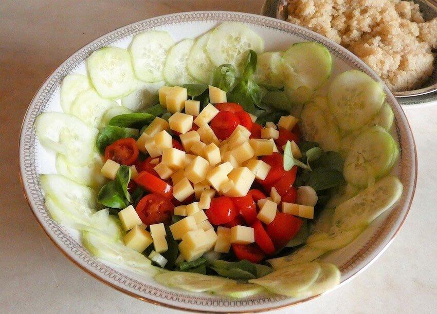 preparazione insalata quinoa e cetrioli