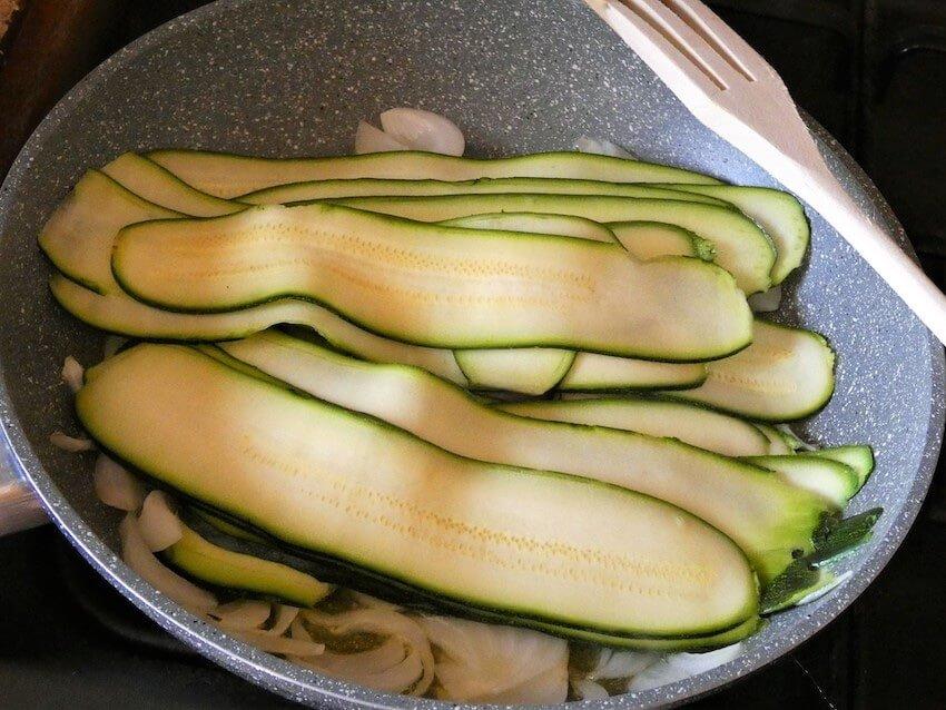 zucchine a nastro in padella