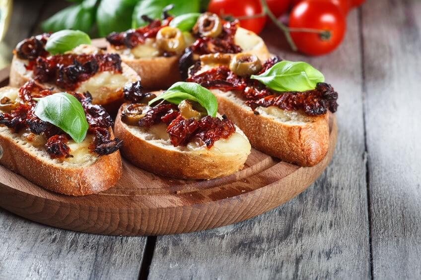 Bruschetta olive pomodori secchi