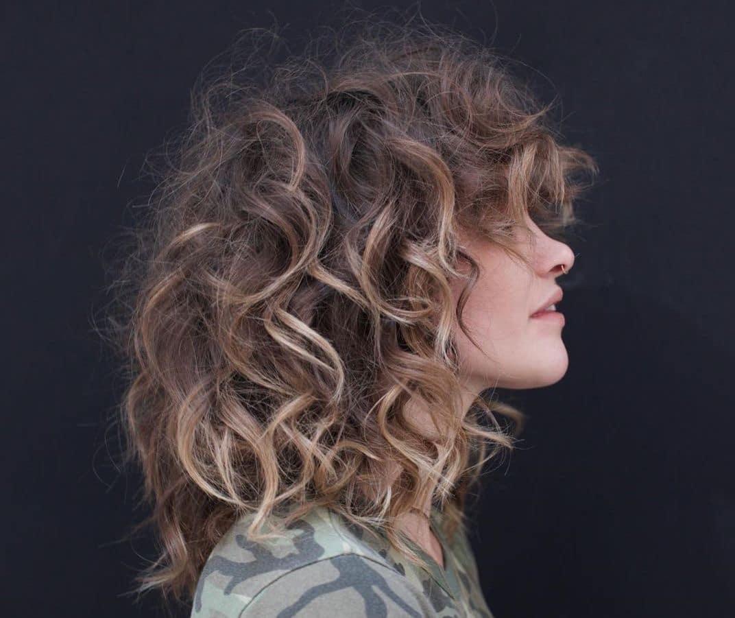 capelli medi mossi scalati-