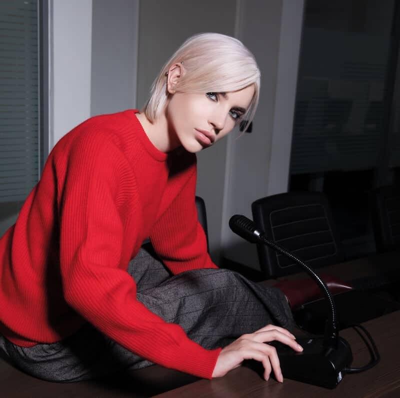 capelli colore biondo platino 2019 2020