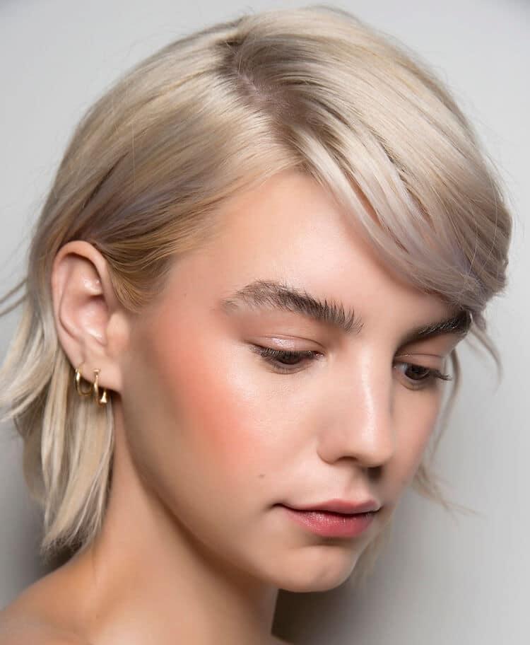 capelli corti biondo freddo 2020