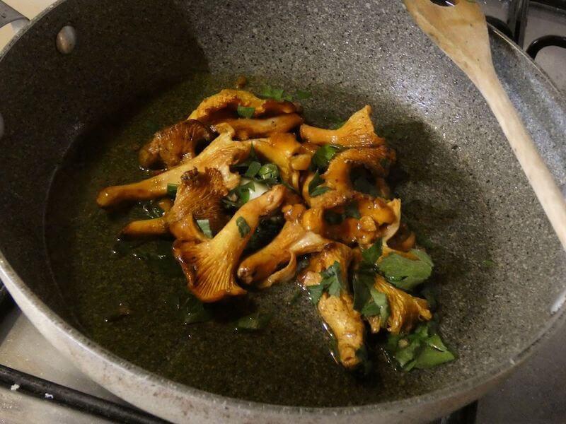 funghi finferli ricetta in padella