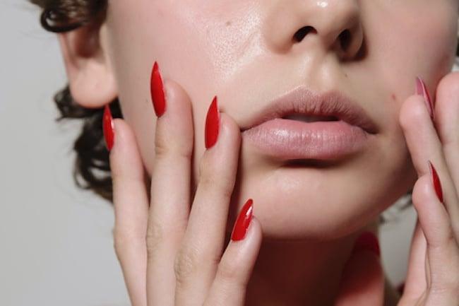unghie rosse 2020 rossetto nudo