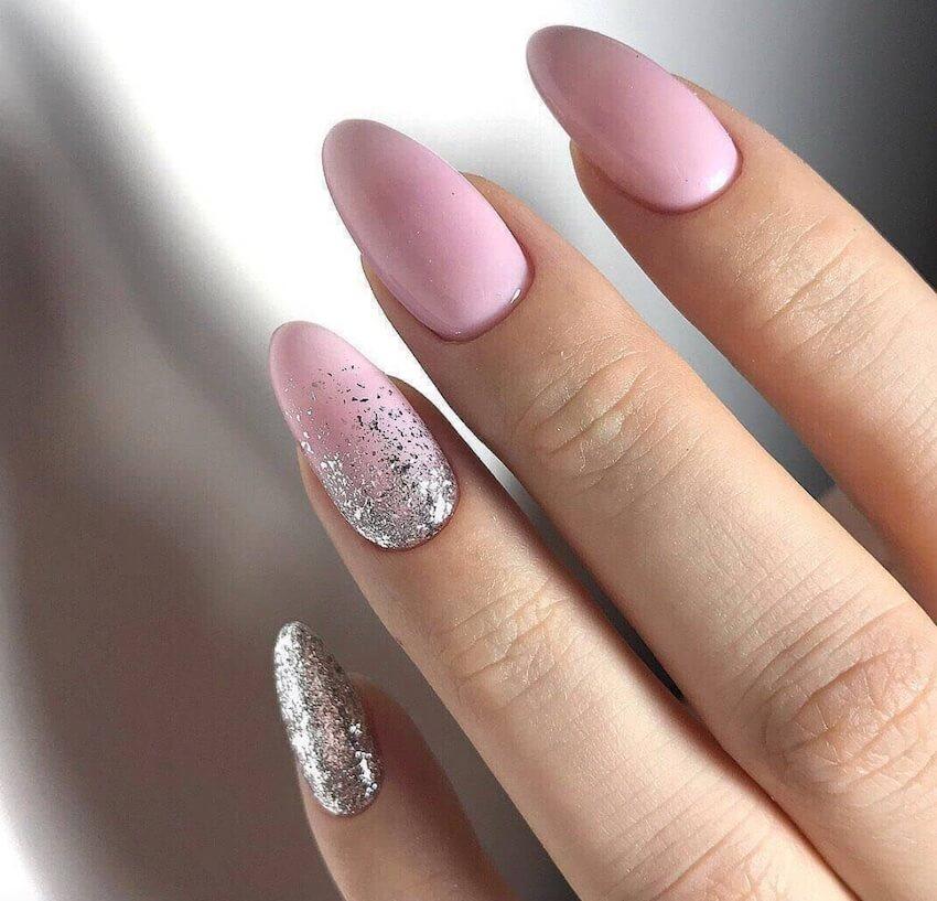 colori unghie invernali rosa e glitter