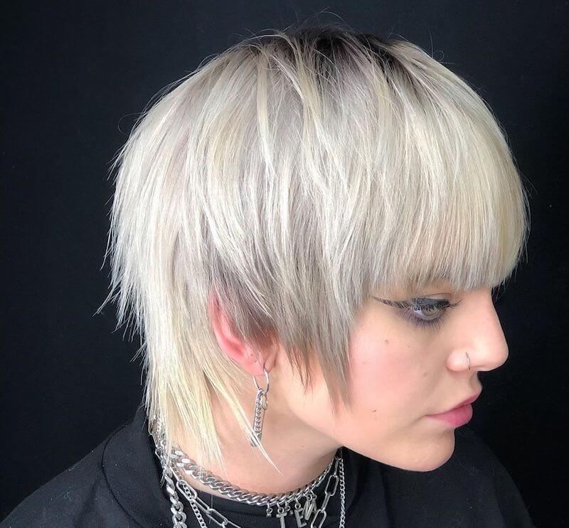 capelli biondo platino corti inverno 2021