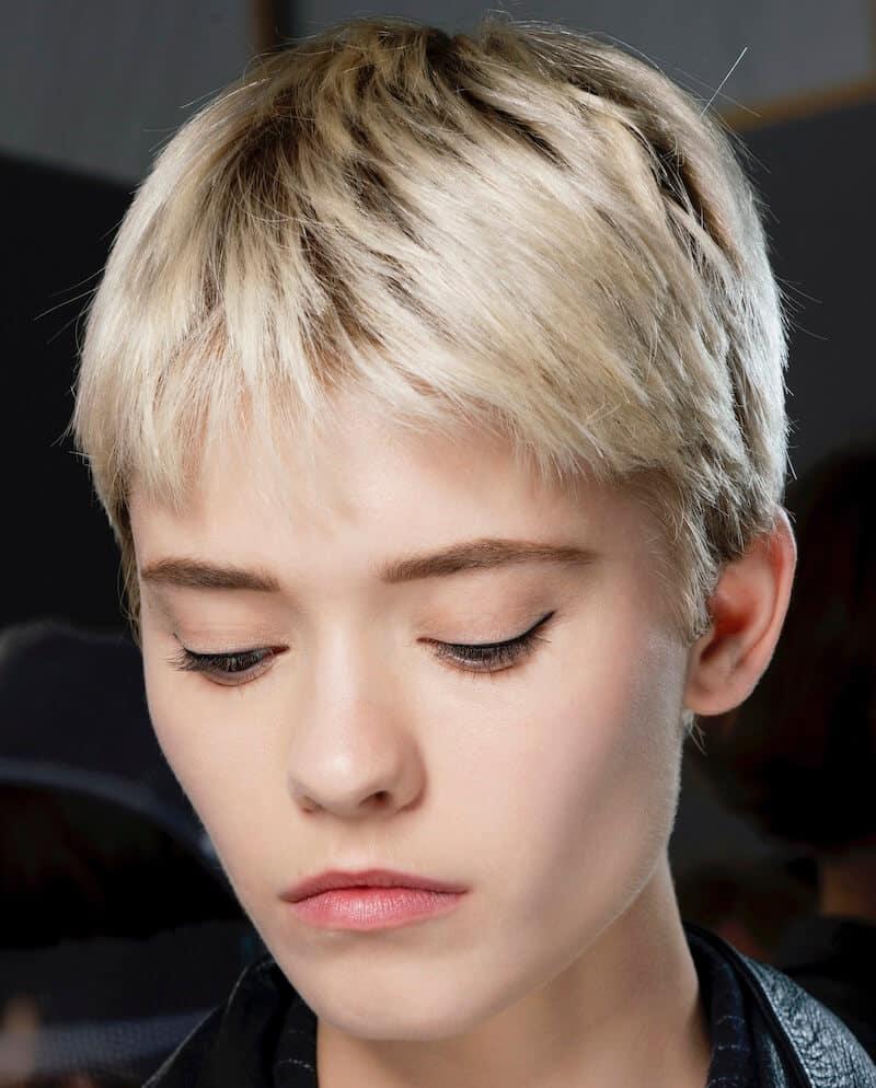 capelli corti biondo chiaro 2020
