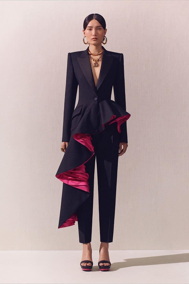 Alexander-McQueen-tailleur cerimonia 2020