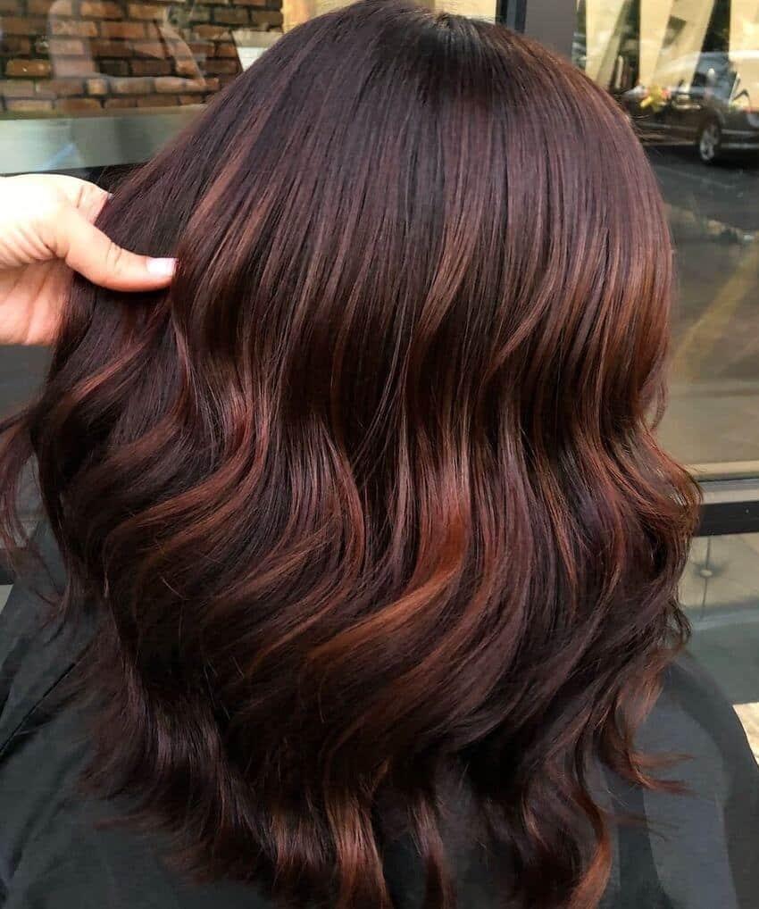 capelli castani 2020 sfumature rosso mogano-