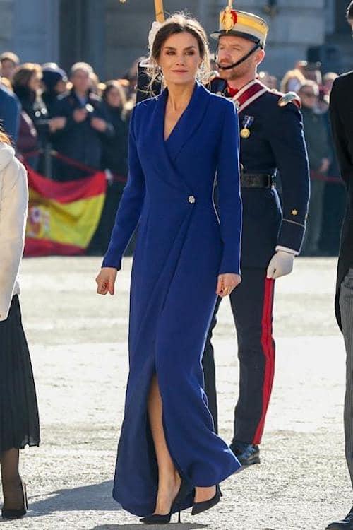 letizia ortiz abito blu 6 gennaio 2020
