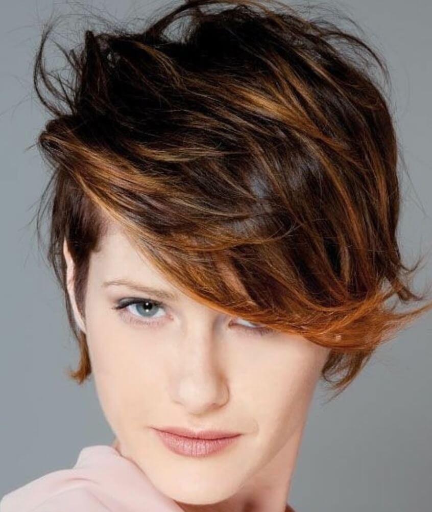 tagli capelli corti 2020 ciuffo