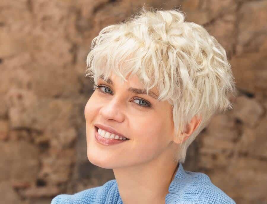 capelli corti mossi estate 2020