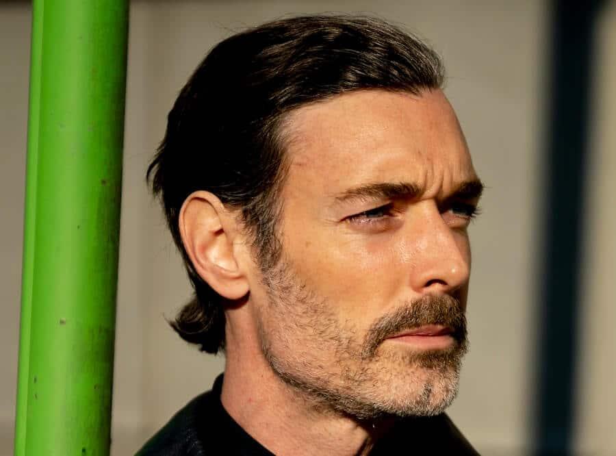 capelli uomo 2020 taglio medio lungo liscio