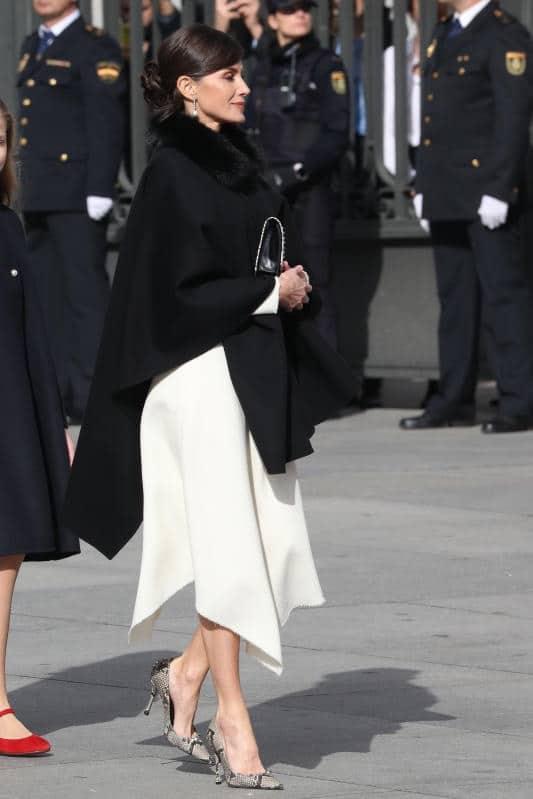 Letizia ortiz cappa elegante