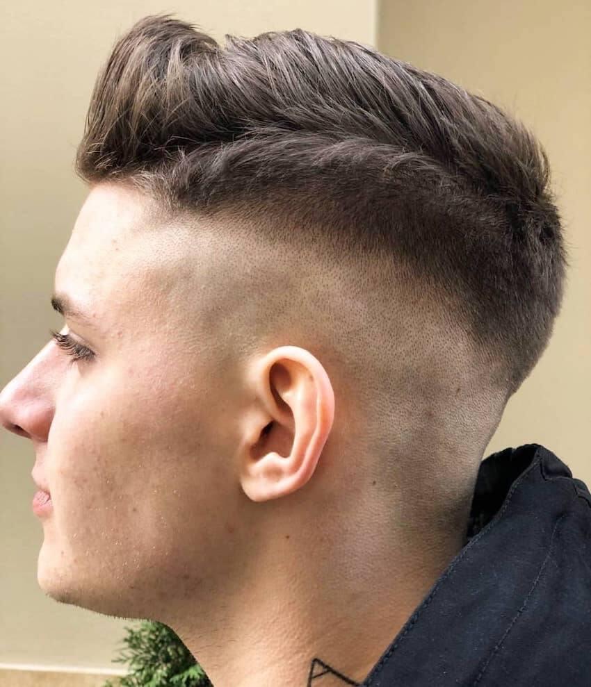 tagli capelli uomo 2020 riga ciuffo sfumatura