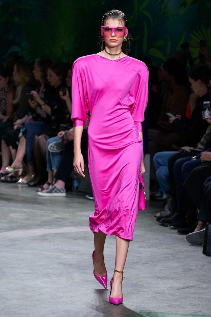 abito rosa colori moda versace estate 2020