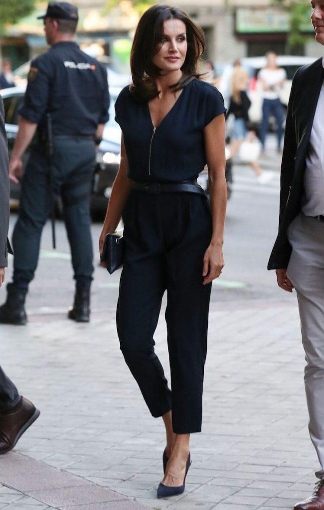 letizia ortiz outfit blu estate 2020