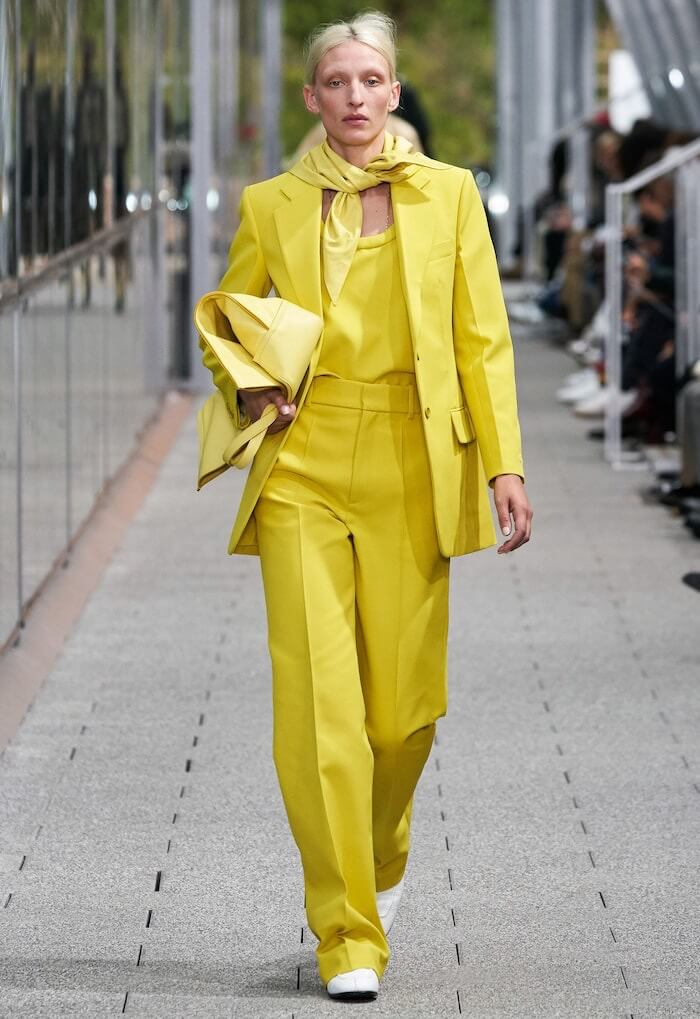 tailleur pantalone giallo primavera estate 2020