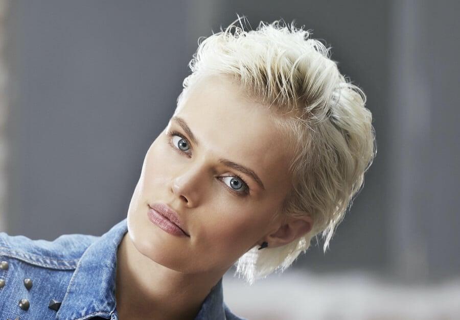 capelli biondo platino 2020