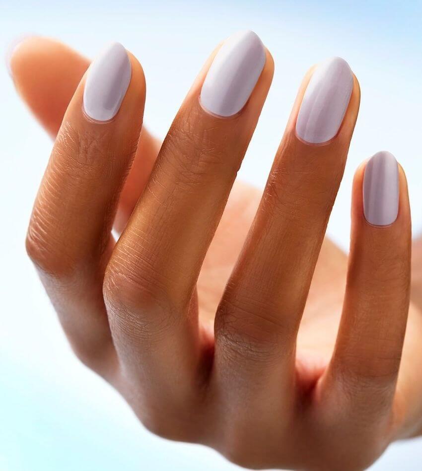 smalto bianco unghie estive 2020